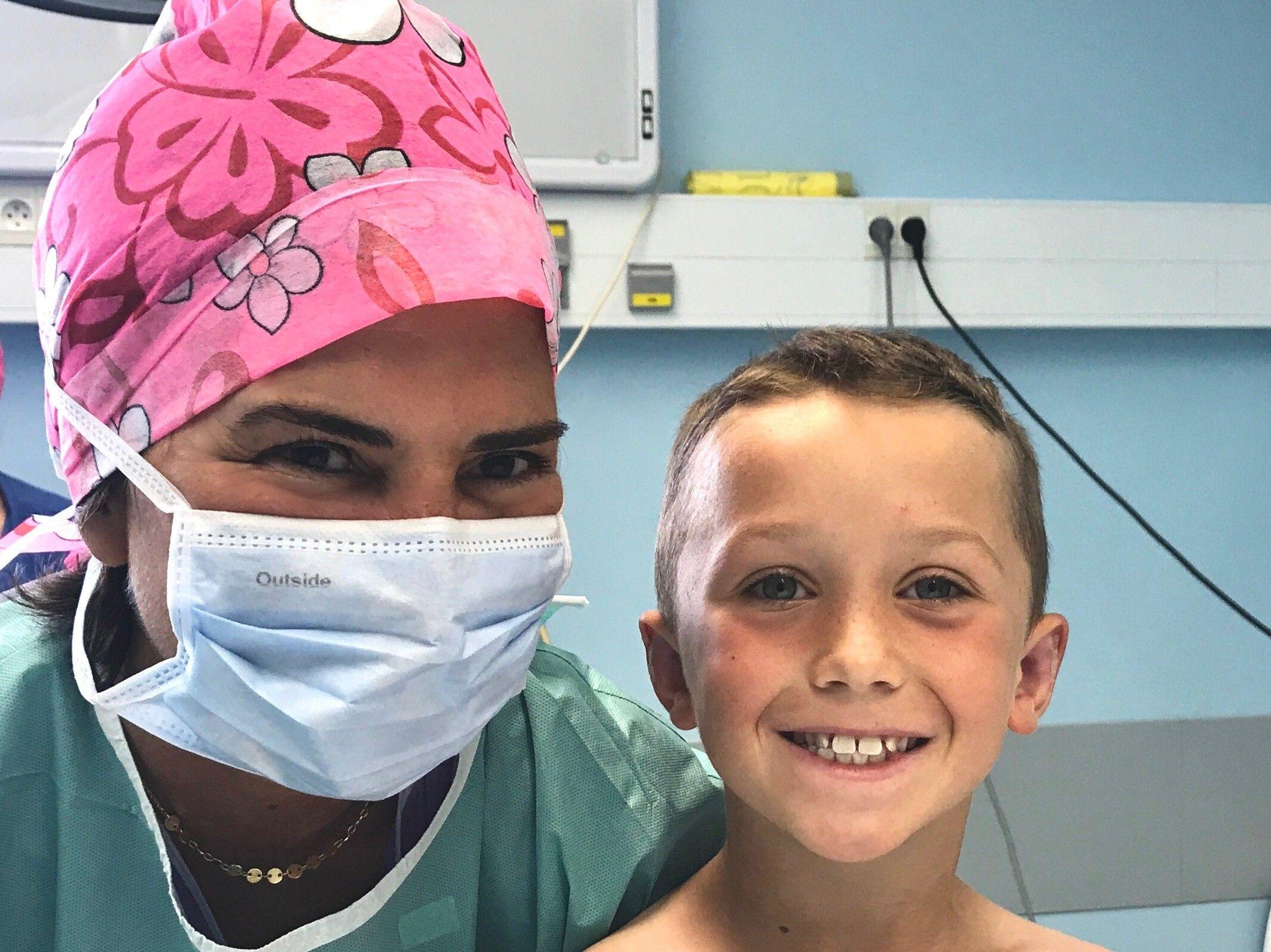 Sophie est l'aide opératoire du Dr Alexandre Marchac