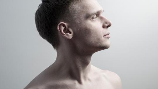 Pose des implants Earfold pour la chirurgie esthétique des oreilles