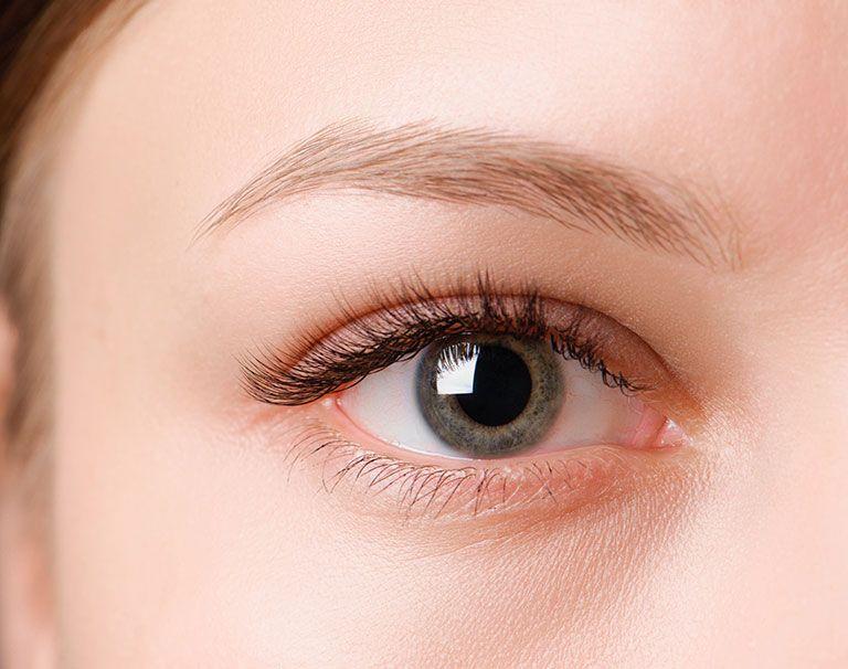 Traitement des cernes par injection d'acide hyaluronique - Dr Marchac Paris 16